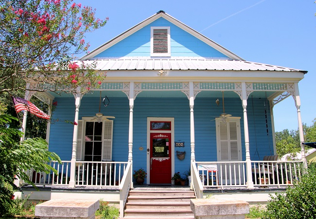 Louisiana Northshore Style railed cottage with Haint Blue porch ceiling in the historic district of Old Mandeville